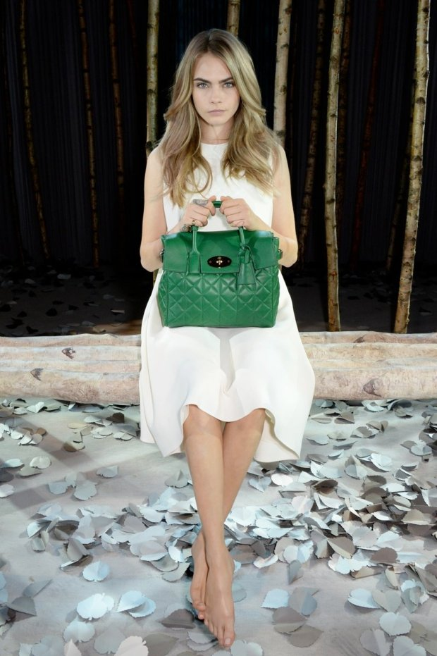 799x1200xcara-delevingne-mulberry-bag3.jpg.pagespeed.ic.KplRtBGQ2-